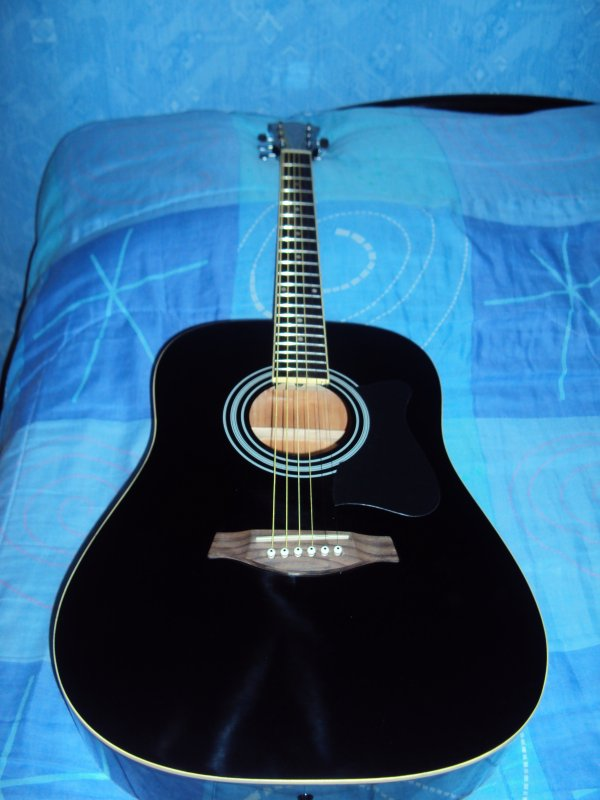 Trop trop contente, je viens de recevoir ma guitare :')