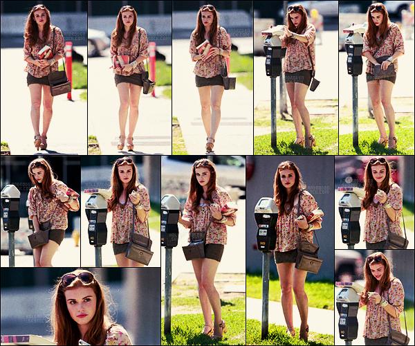 » 15/07/11 - L'actrice Holland Roden avait été aperçue payant le parcmètre dans West Hollywood, CA.  • Holland Roden était vraiment trop mignonne, j'aime bien son haut assez girly, les tallons pas énormément mais je lui donne un top