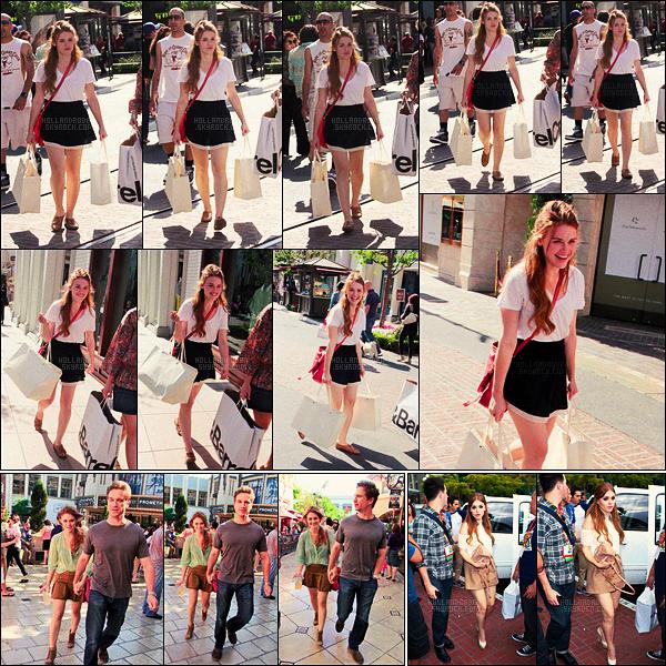 » 09/06/12 - Holland Roden a été faire du shopping avec des amis dans The Grove dans Los Angeles.  + Le 17/06, Holland R. sortait d'un cinéma, toujours à The Grove. Le 12/07, la belle a été aperçue arrivant son hôtel de San Diego.