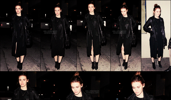» 30/04/17 - Holland Roden a été aperçue arrivant au restaurant Catch situé dans - West Hollywood. • Holland montre enfin le bout de son nez pour une vraie sortie, la belle portait une tenue toute en noir assez simple, qu'en pensez-vous?