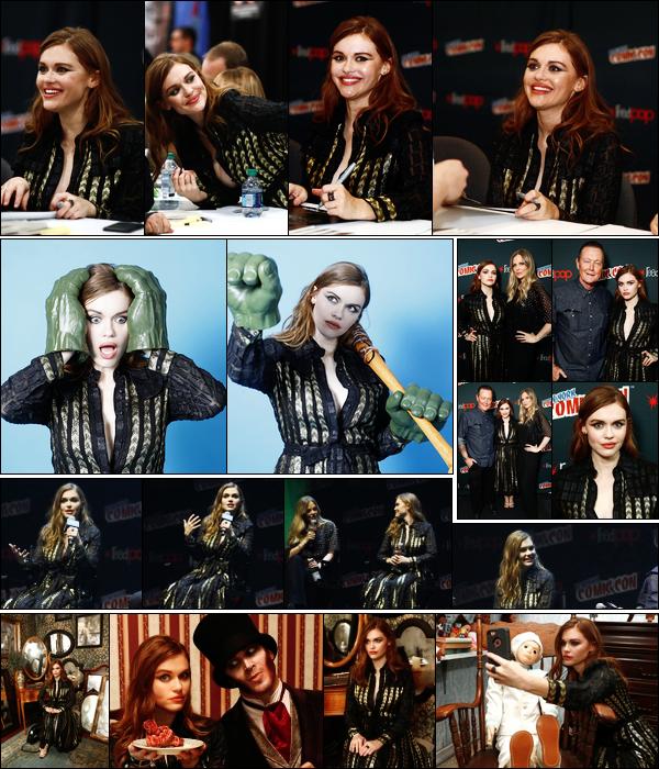 05/10/17 - Notre Holland Roden était présente à la Comic Con de New York, pour la série «Lore»!  • C'est donc une journée promotion chargée pour notre actrice préférée, entre photoshoots, interviews, et séance de dédicaces. Un top !