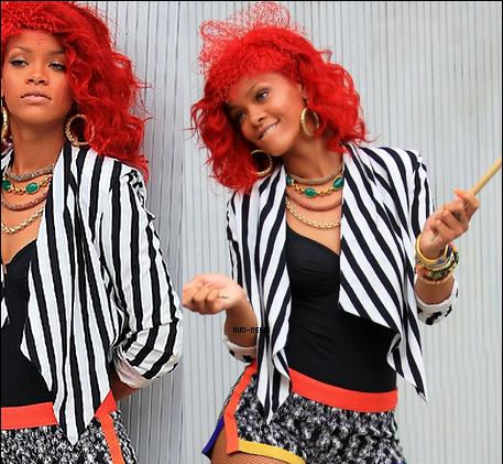 """.  25 / 09 / 2010:Rihanna et sa cousine Noella quittant le restaurant """" Ago """" a Los AngelesTOP OU FLOP??dites moi tout  ."""