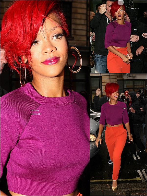 ".  29 / 09 / 2010:Rihanna a été apercue arrivant a l'aeroport JFK ,Londres30 / 09 / 2010 : Rihanna a ete apercue arrivant a son hotel a Londres  01 / 10 / 2010 : Rihanna a ete apercue arrivant au studio de la ""BBC""(et les backstages) ."