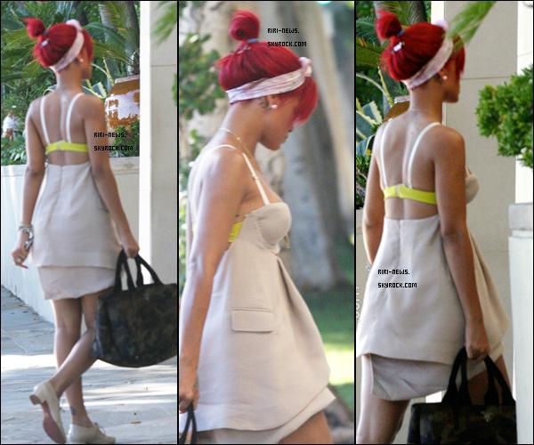 .  09/10/10 Rihanna a ete apercue arrivant a son hotel a Los AngelesSa Tenue TOP/FLOP?!??dites moi tout  .