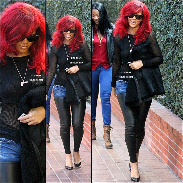 """. 05/01 Rihanna été apercue quittant le restaurant """"PHILIPPE CHOW"""" a Beverly hills la Beauté des caraibes a une nouvelle coupe de cheuveux ."""