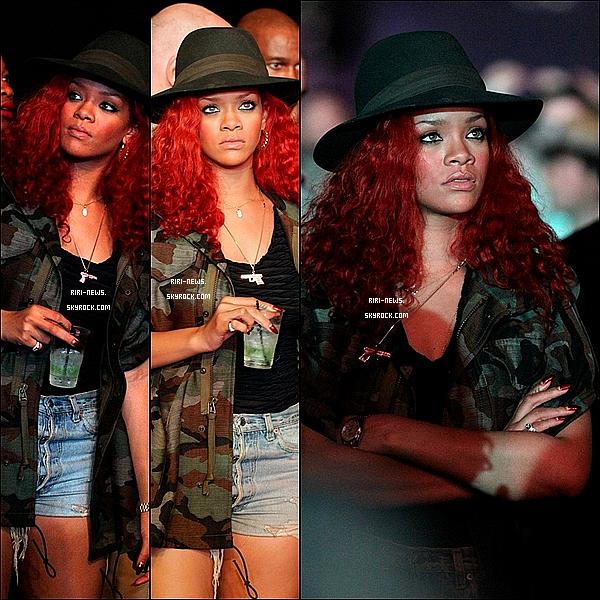 """. 17/04/2011 Comme beaucoup de celebrités , Riri ete au festival d'arts """"Coachella"""" , Top ou Flop ? ."""