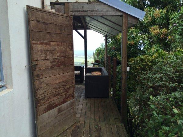 f2 en rez de jardin l 39 ext rieur avec carbet et piscine d bordement blog de maisonlamentin. Black Bedroom Furniture Sets. Home Design Ideas