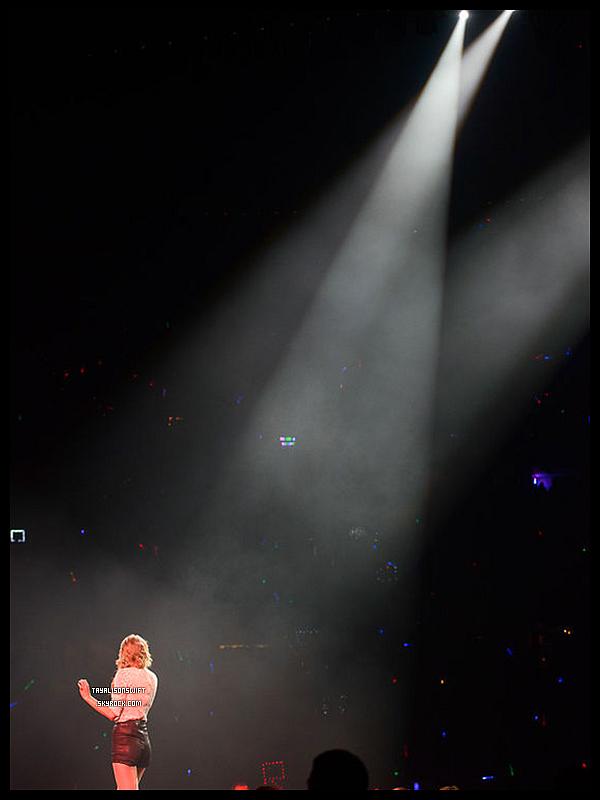 .19.03.13 : Taylor a donné son 3eme concert de son Red Tour.Une vidéo + une photo. .