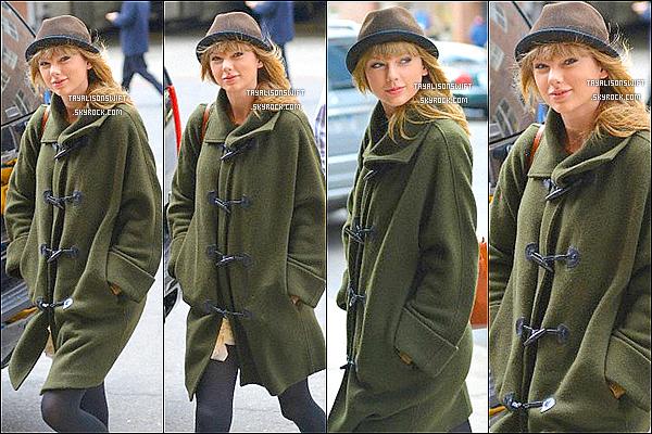 .26.03.13 : Taylor arrivant a son hotel dans New York..sans maquillage ! A vous de juger .