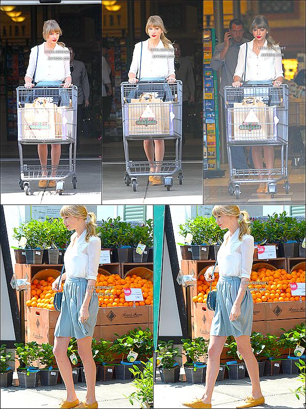 .03.04.13 : Taylor Swift vu, faisant les courses dans Los Angeles ! Quel soleil ! :) Jolie ! .