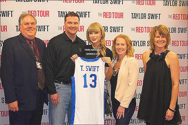 .28.04.13 : Taylor Swift a été vue en plein soleil, se rendant dans une salle de sport dans Los Angeles.. .