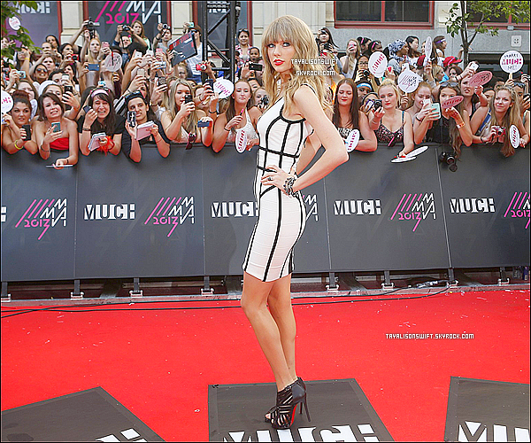 .16.06.13 : Taylor Swift vu aux MuchMusic Video Award sur le tapis dans Toronto au Canada. .