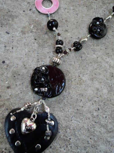 sautoir noir ete 2011 detail