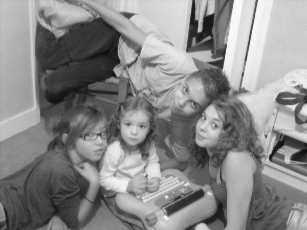 Ma famille,mes amoures,mes emmerdes.<3