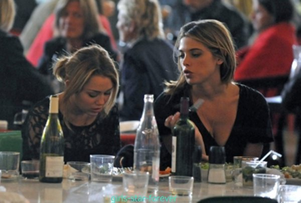 miley & ashley eating at The Palais de Tokyo In Paris
