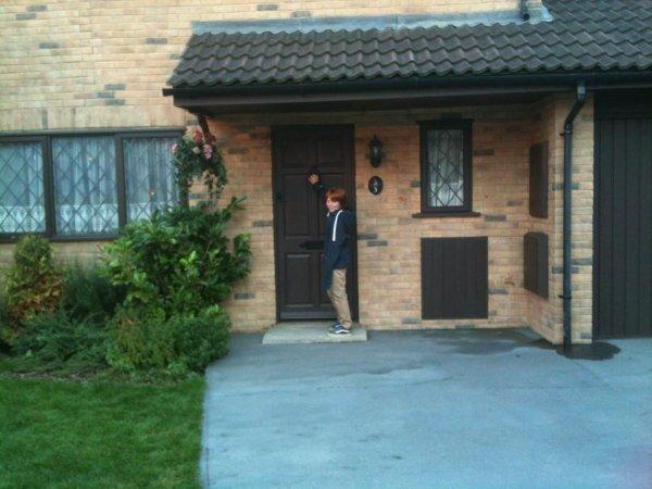 Ryan Turner (Hugo Weasley ) à King Cross ainsi qu'aux studios avec sa soeur et Benedict Clarke (Severus Rogue Jeune)