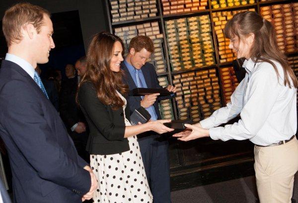des baguettes pour la famille royale et JK rowing :l' affaire royale de minalima  :)