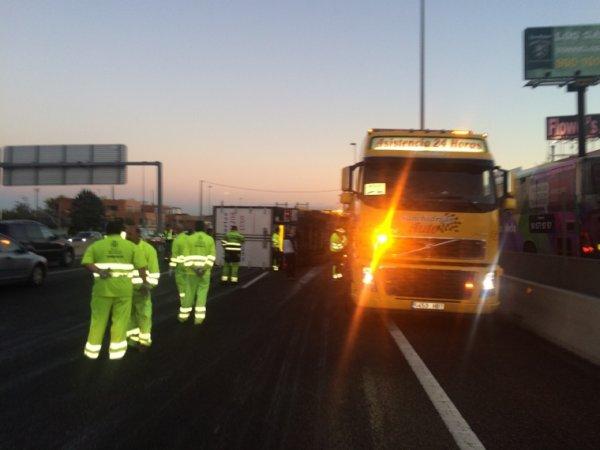 Rescate camión volcado en las matas