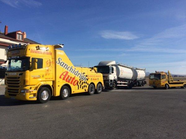 Remolcajes y traslados de camiones.
