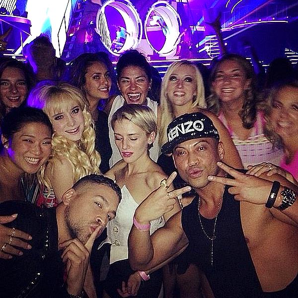 Nina était au concert de Britney Spears avec des amis à Las Vegas ce 1 septembre 2014.
