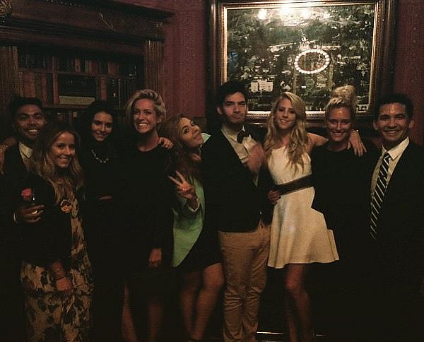 Une fan a posté une photo de Nina dans un salon de beauté dans l'Ohio ce 23 mai 2015.