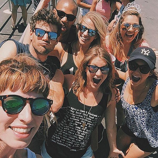 Nina était à un parc d'attraction à Valencia pour l'anniversaire d'Ericka ce 15 juin 2015.