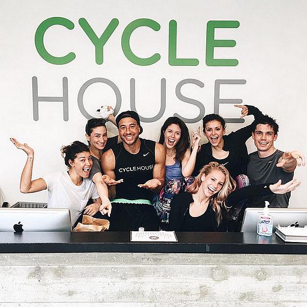 Nina et plusieurs amis sont allés à la salle de sport Cycle House ce 23 janvier 2016.