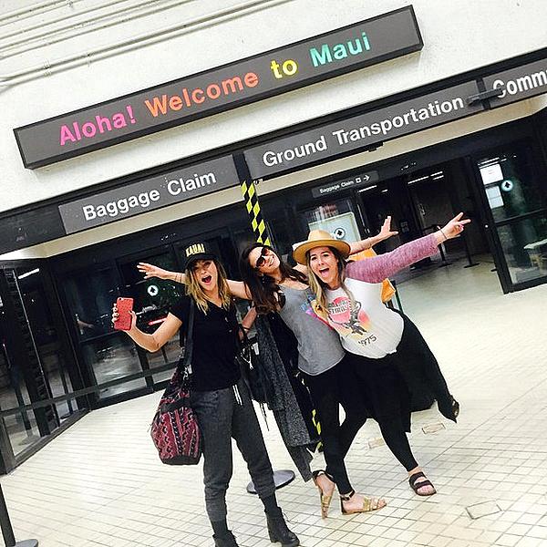 Nina est de retour à Hawaii avec un tout nouveau groupe d'amies ce 28 janvier 2015.