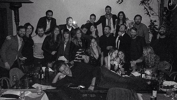 Nina et des amis ont fêté l'anniversaire de Austin Stowell en avance 11 décembre 2015.