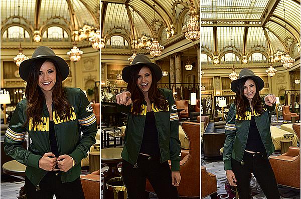 Nina a réalisé un petit photoshoot avant de se rendre au Superbowl ce 7 février 2016.
