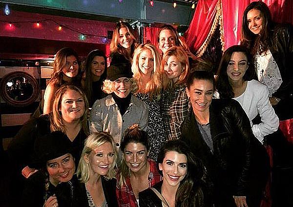 Nina était à l'anniversaire d'Hillary au restaurant Hamburger Mary's ce 17 février 2016.