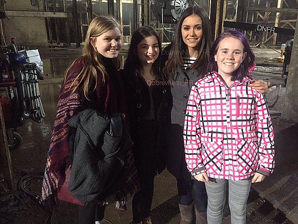 Des fans ont pris une photo avec Nina sur le tournage de xXx 3 à Toronto ce 22 avril 2015.