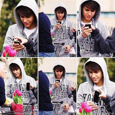 Justin ses teints les cheveux en brun un peu plus foncé que d'habitude ;)