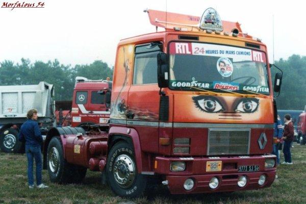 ... des anciens camions décorés ...