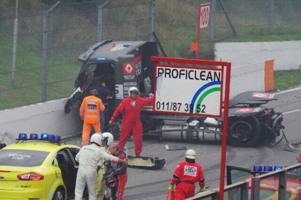 Sacré crash  dans la course 1 à Zolder !! ( vu à l'instant sur le net )
