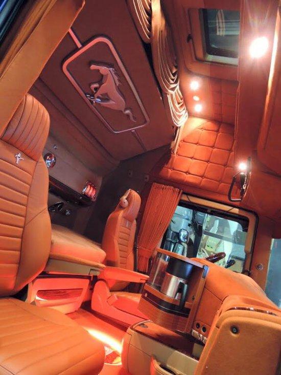 Photos du net :  intérieur Ford Mustang Touch ... classe !