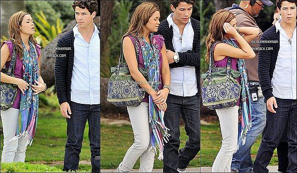.     FLASH BACK : Le 21 Avril Nicole et Nick sur le tournage de la série JONAS..