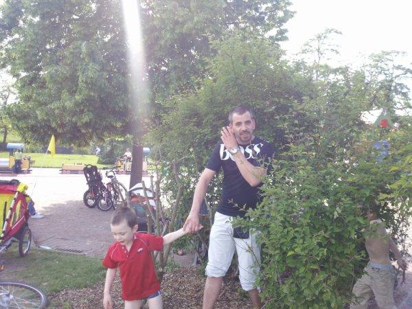 sa cache dans les buissons ! philippe qui le cherche !