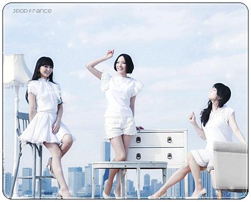 . ___ ______Découvrez deux nouvelles photos des Perfume pour leur prochain single  ___ ______« Laser Beam / Kasuka na Kaori » . Je vous rappelle qu'il sortira le 18 Mai .      ___ ______J'ai une préférence pour la deuxième photo et vous ? (l)   .