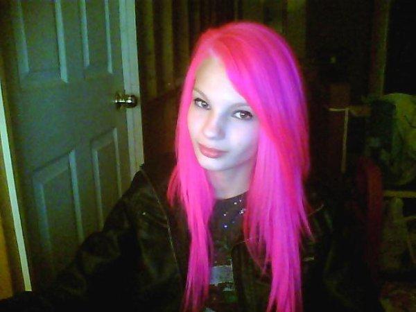 <3 Maintenant les cheveux rose *_*