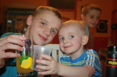 moi et mon petit cousin enzo