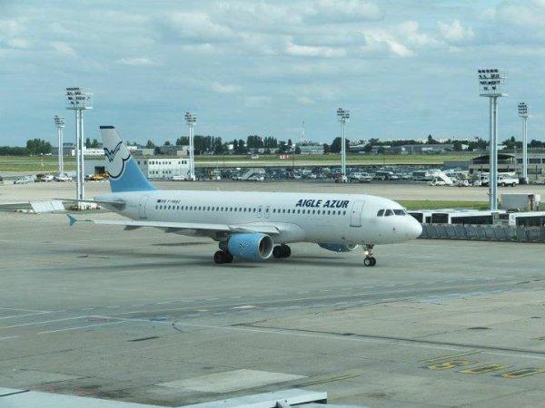 Airbus a320 Eagle Azur à Orly en roulage pour son decollage . Photos prise par moi ce jour la lors d'une Aprem Spotting a Orly-Sud et prés de la piste