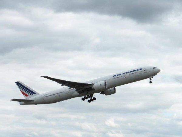 Boeing 777-300ER Airfrance au Decollage d'Orly a destination de Pole-Caraibes en Guadeloupe . Bon Vol a toi