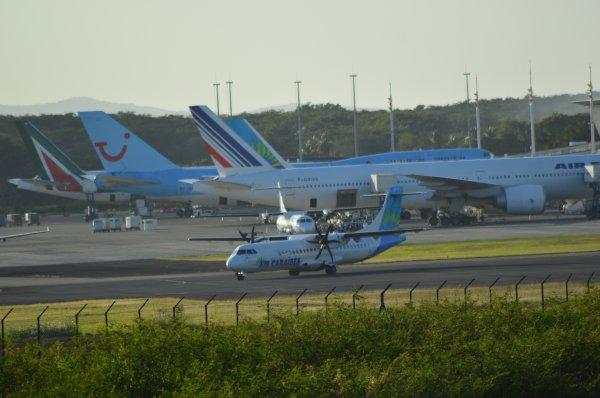 Traffic a l'Aroport Ple-Carabes le Samedi ! Alitalia , AirFrance , AirCaraibes, Corsair , AirAntillesExpress , Canjet , AirCanada