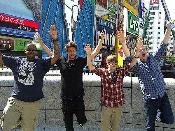 ''Ce mec était trop cool alors Ryan, Kenny, Mike et moi avons décidé de le rejoindre! Lol …''                     - Justin