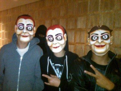 Justin , Alfredo et un autre de ses amis le soir d'halloween!