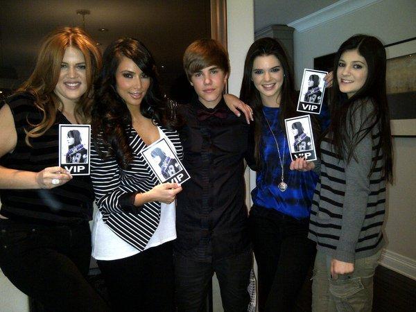 '' OMG @ JustinBiebervien de nous arreter pour nous donner des billets pour son film Never Say Never! '' Kim Kardashian