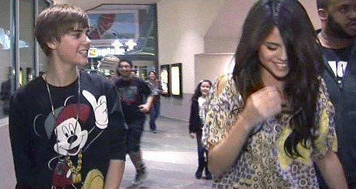 Justin et Selena Gomez ont été vus sortant d'un cinéma à Burbank la nuit dernière.