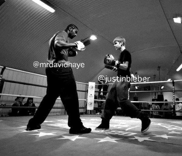 Justin, hier, qui fait de la boxe avec David Haye.