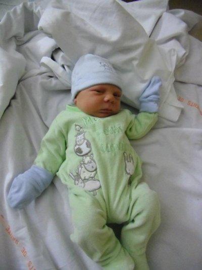 le fils de renaud il est nee le 27 octobre 2O11   kilian